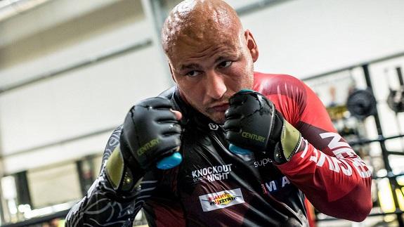114cd3e88 Dzisiaj do Polski ma przylecieć Roman Anuczin, nowy trener byłego  pretendenta do tytułu mistrza świata wagi ciężkiej Artura Szpilki (22-3, 15  KO).
